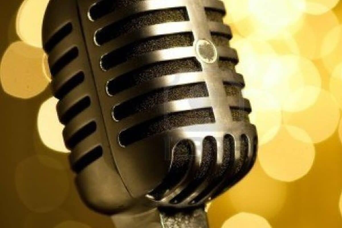 Master-Of-Ceremonies (MC/ Emcee/ Host/ Anchor)