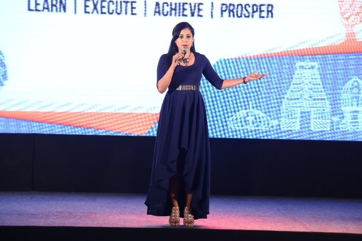 Anchor Reena hosting Sriram Fortune's Partner Meet