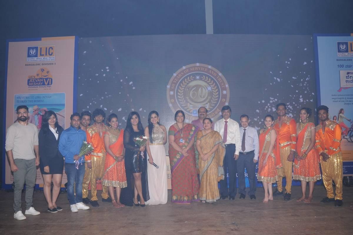 Bangalore's best Emcee Reena Dsouza, a TV Anchor hosts for LIC India's Diamond Jubilee Mega Event 2017