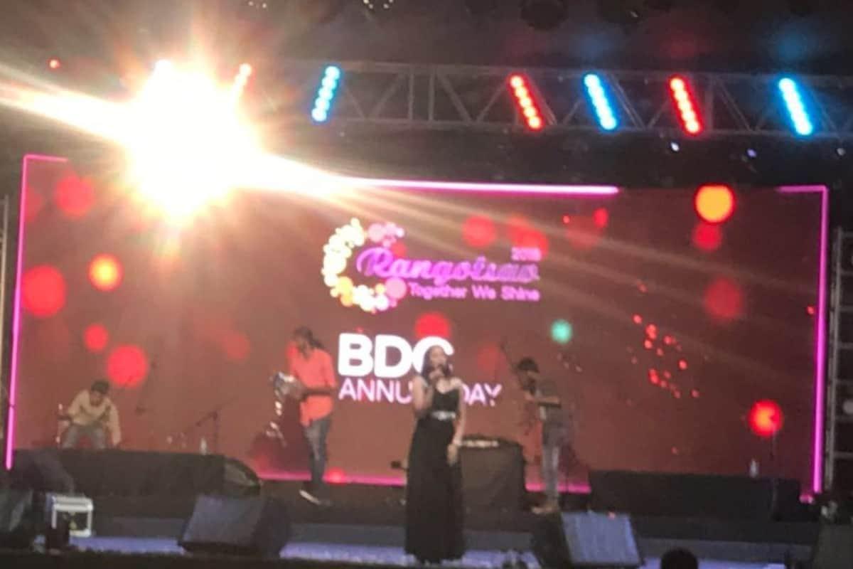 Anchor Reena Dsouza hosts Qualcomm BDC Annual Day Rangotsav 2018
